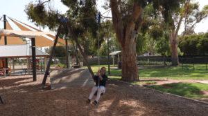 Jenny auf einer Seilbahn