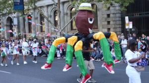 Mann mit Spinnenkostüm Australia Day Adelaide