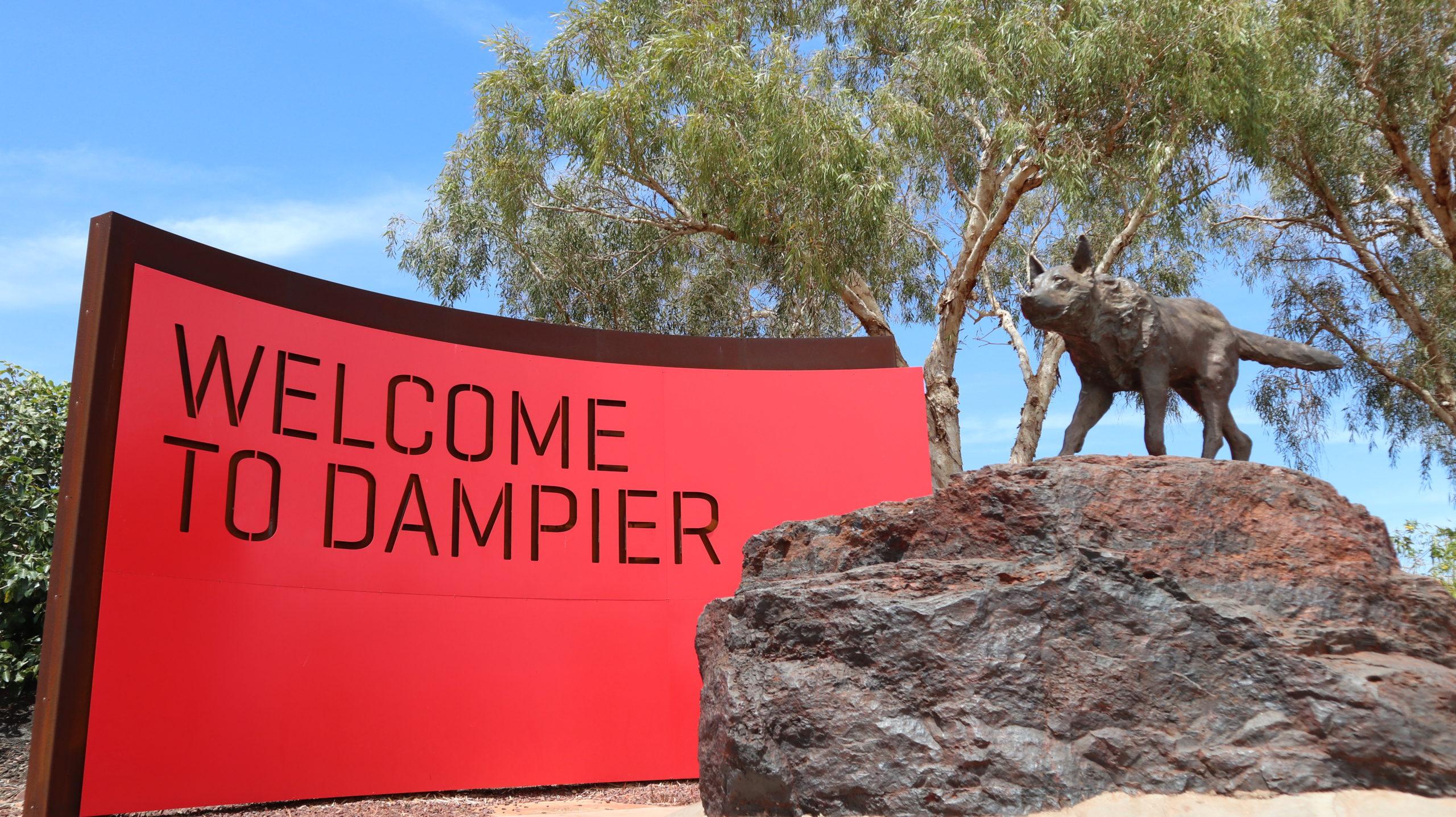 Red Dog: Statue in Dampier